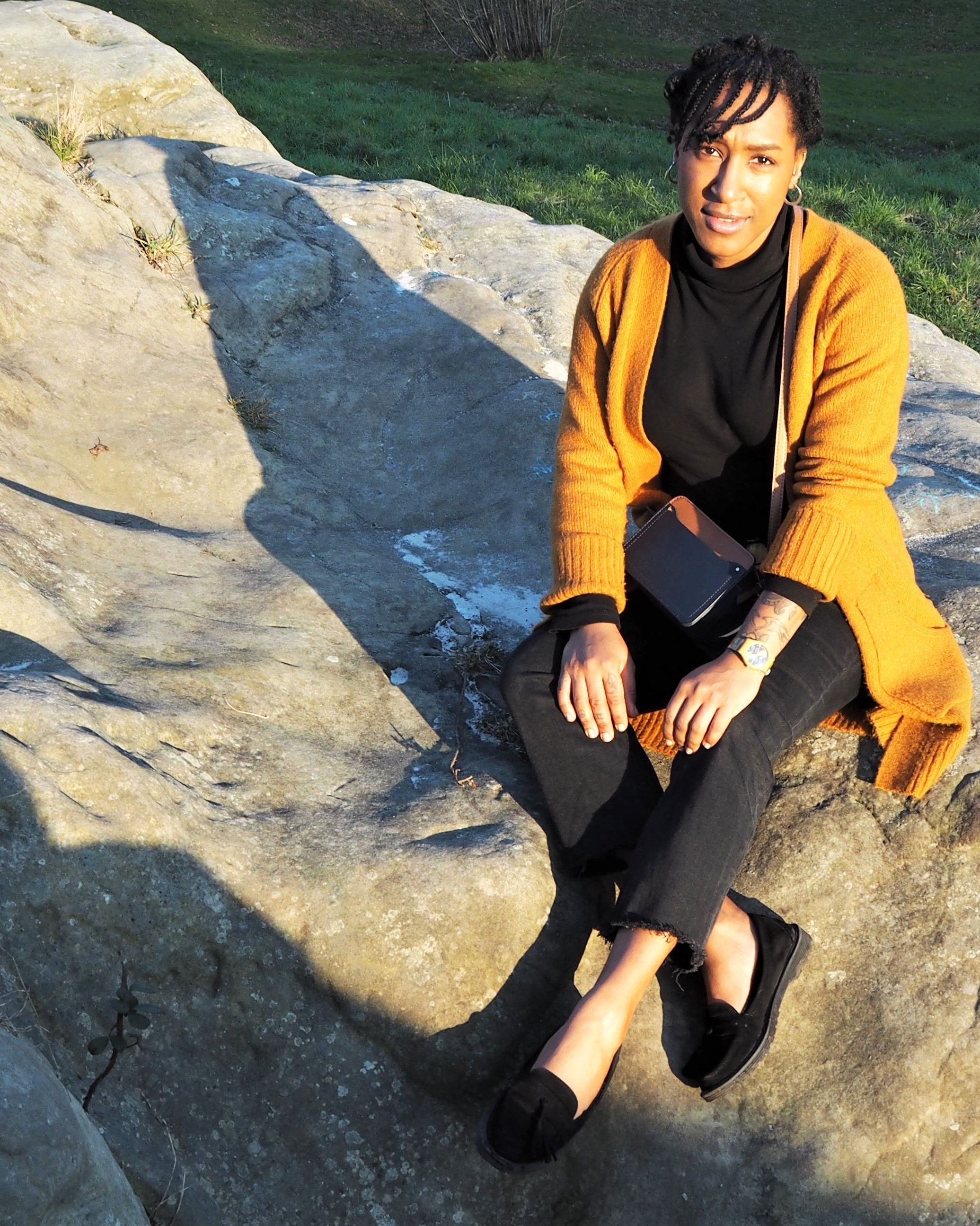 Photo shho taken on a beautiffly large rock in the golden sunset